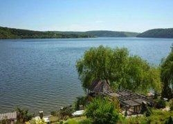 Рыболовная база Чайка на Днестре в с. Непоротово Черновицкой области