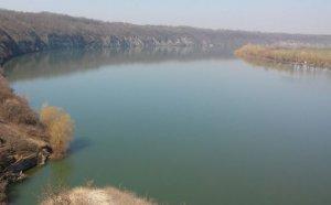 Рыбалка с берега на спиннинг и фидер на реке Днестр в с. Маяки Одесской области