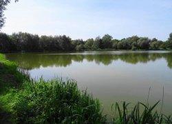 Рыбалка у поселка Красное в Львовской области-1